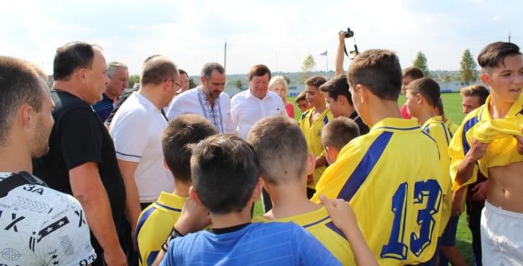 По приглашению Александра Урбанского президент Федерации футбола Украины посетил село Кирнички