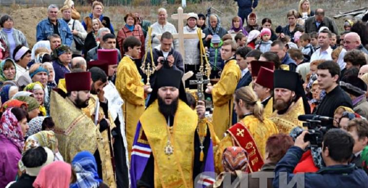 Александр Урбанский помог заложить церковь в Сафьянах