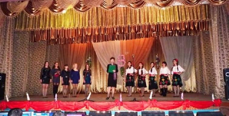 Под патронатом Александра Урбанского в канун 8 марта прошел конкурс «Золотая молодежь»
